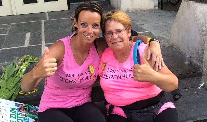 Tessa van den Heuvel en Ingrid Huibers deden vorig jaar mee. (Archieffoto: Stichting Dierenhulp)