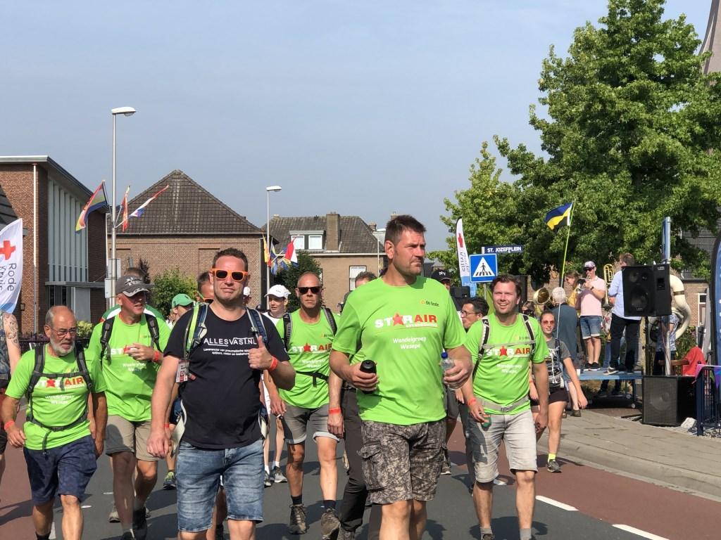 De wandelaars trokken afgelopen week ook door Gennep, Ottersum en Milsbeek.  Ten Haaf Fotografie © Kliknieuws De Maas Driehoek
