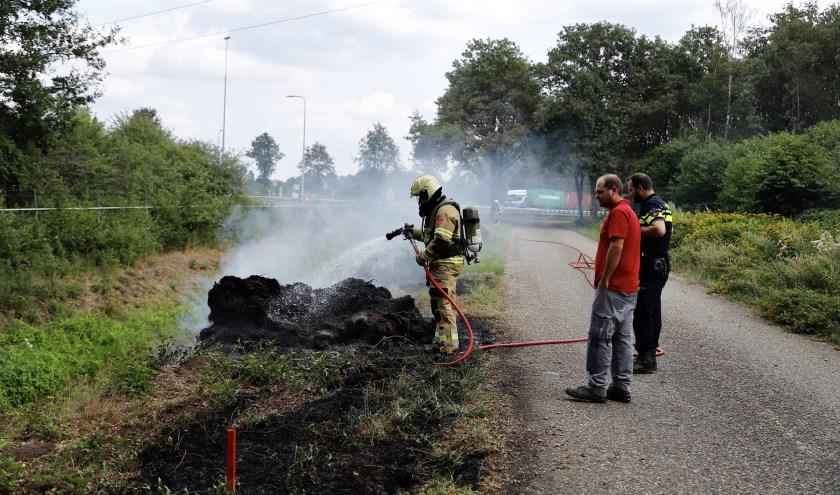 Bermbrand op parallelweg achter tankstation A73 bij Haps