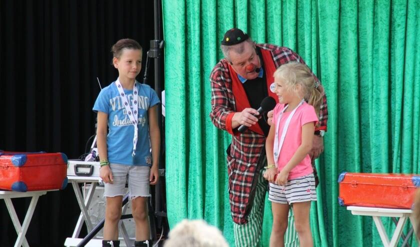 Op woensdag 14 augustus bezoekt een clown het bouwdorp.
