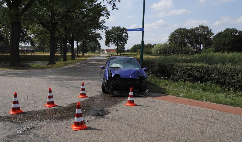 Auto's botsen op elkaar in Beugen.