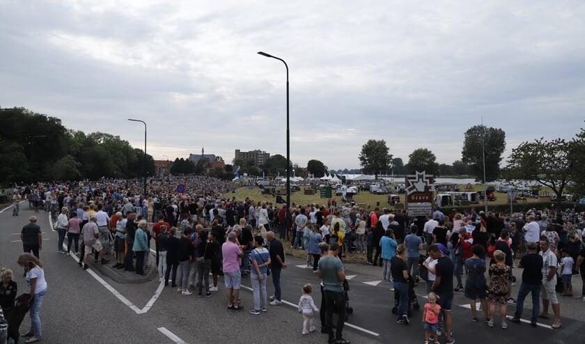 Het Ballonfestival in Grave heeft te maken met een fikse tegenvaller: de ballonnen gaan niet de lucht in.