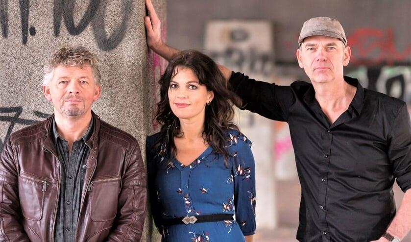 Een trio onvervalste liefhebbers dat in hun muzikale dadendrang altijd kiest voor de onverwachte zijpaden.
