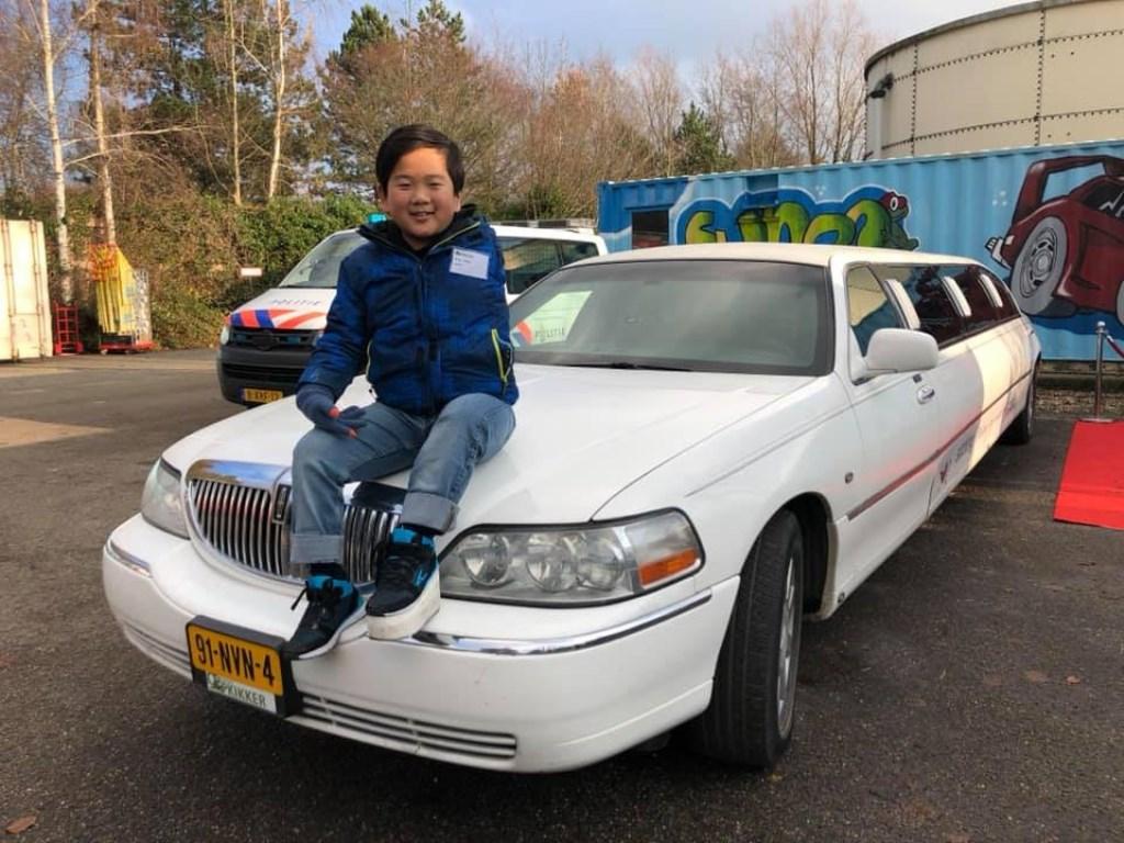 Hong Jie op de limousine  © Graficelly B.V.