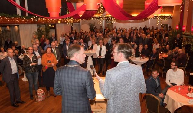 Burgemeester Van der Kamp interviewt Ronald Schilt van het adviesbureau Merosch in verband met de nominatie voor de Ondernemersprijs Midden Holland