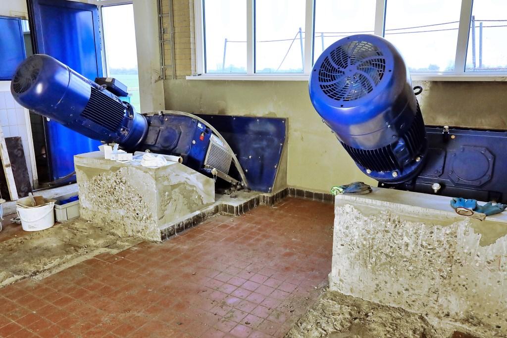 De twee nieuwe vijzelmotoren met hun reductiekasten Foto: Wim de Boevère © Graficelly B.V.
