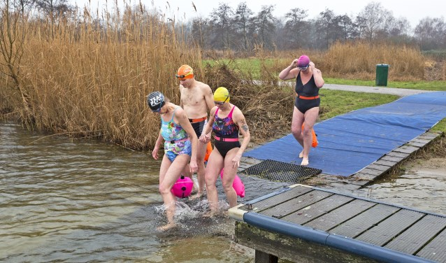 De start voor de 200 meter Ice Swim