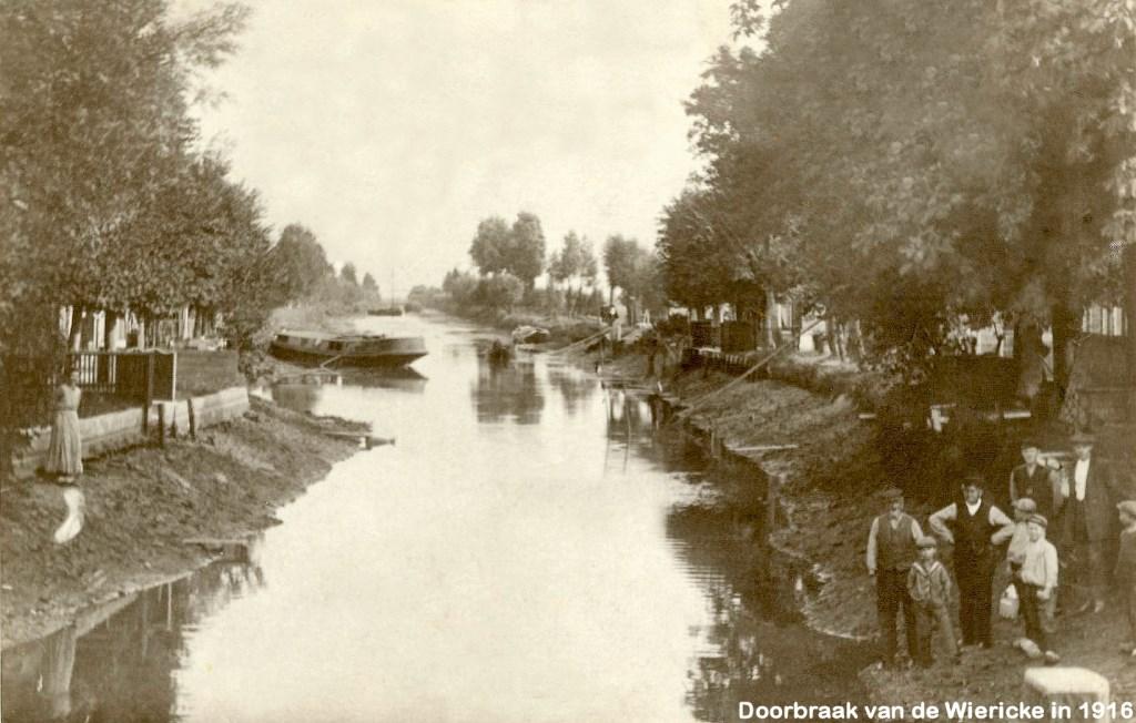 Laag water in de Dubbele Wiericke bij Driebruggen, 1916  © Graficelly B.V.