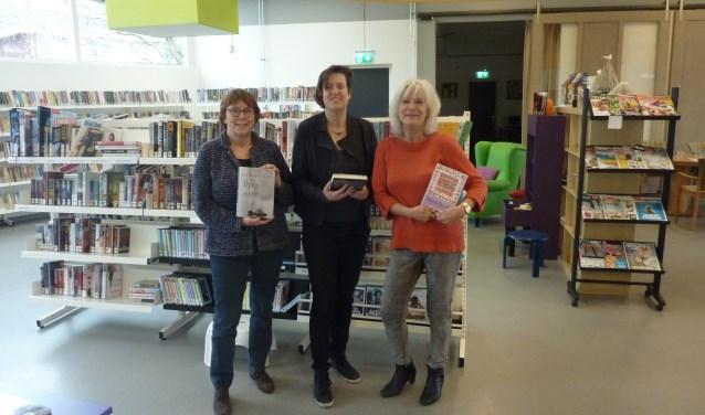 Extra service met het uitleenpunt in De Reehorst, stellen Renate de Jong, Anne-Marieke Kromwijk en Dorrie Pieterse