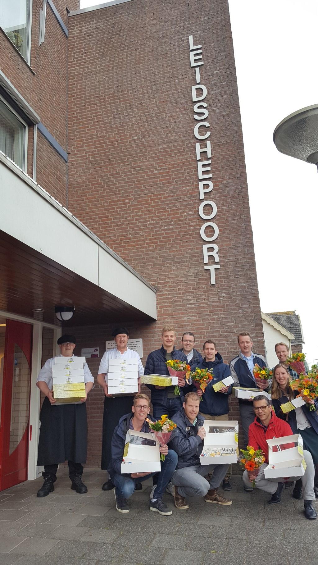 Stabiplan-werknemers en de koks van Restaurantje aan de Rijn met de lunchpakketjes voor de Leidsche Poort  © Graficelly B.V.