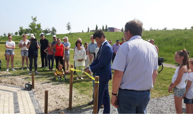 Burgemeester Van de Stadt opent het labyrint. (Foto: Leefbaar3B/PR)