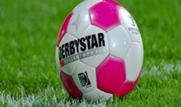 Een clinic op het sportpark van Soccer Boys voor meisjes die voetbal leuk vinden en erover denken om op voetbal te gaan. (Foto: PR)