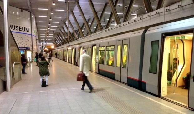 De laatste metro vanuit Den Haag rijdt rond een uur 's nachts naar Lansingerland. (Foto: Martijn Mastenbroek)