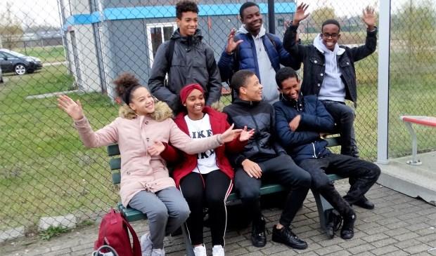 Eind 2018 kregen leerlingen van Wolfert Lansing een bankje van de gemeente Lansingerland. (Foto: archief)