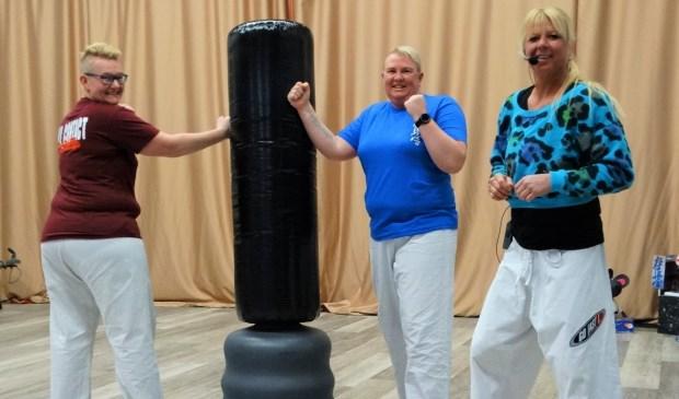 Van links naar rechts: Leontienne, Joyce en Priscilla (trainer).