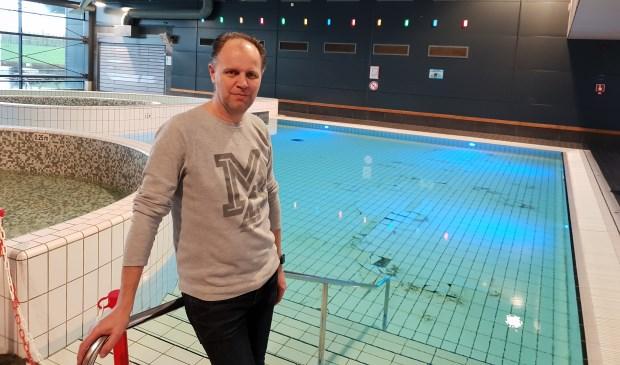 Sportfondsenmanager Michiel van Mierlo schrok medio januari van de loszittende tegels. (Foto: archief)