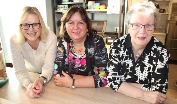 De vrijwilligers Rita, Cathy en Bertha.