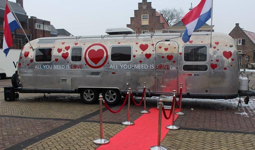 Zaterdag 9 februari staat een replica van de All You Need Is Love-caravan op het Westerwater.