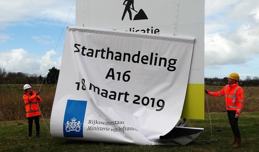 Samen met bouwcombinatie De Groene Boog verricht minister Cora van Nieuwenhuizen de openingshandeling voor de aanleg van de A16 Rotterdam. (Foto: Andrea van der Houwen)