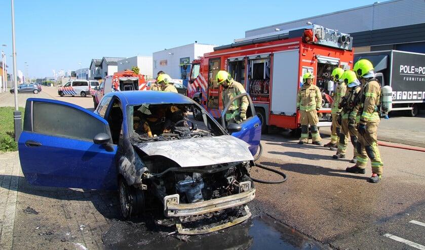 De auto was net opgehaald uit een garage, toen het voertuig vlam vatte. (Foto: Spa Media)