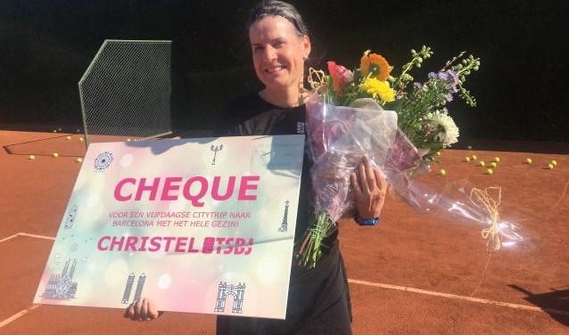 Zowel zakelijk als privé staat Christels leven in het teken van tennis: ze is getrouwd met haar tennisleraar.