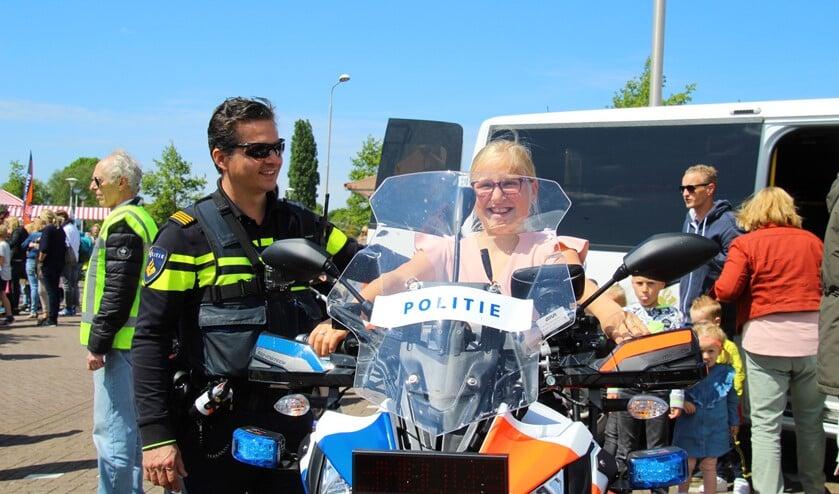 Natuurlijk was het ook mogelijk om even om een echte politiemotor te zitten. (Foto: Spa Media)