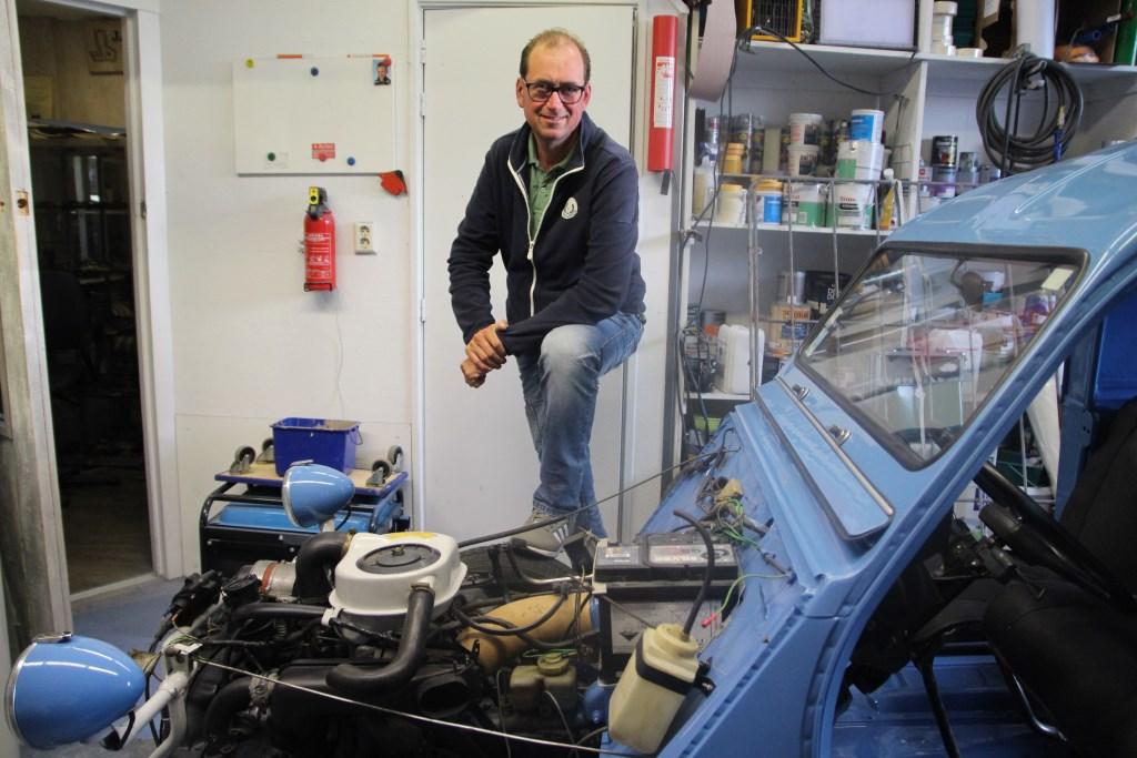 Een van Sander's hobby's is het opknappen van een oude Citroën.   © hartvanlansingerland