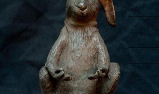 John Mostert werkt met brons.
