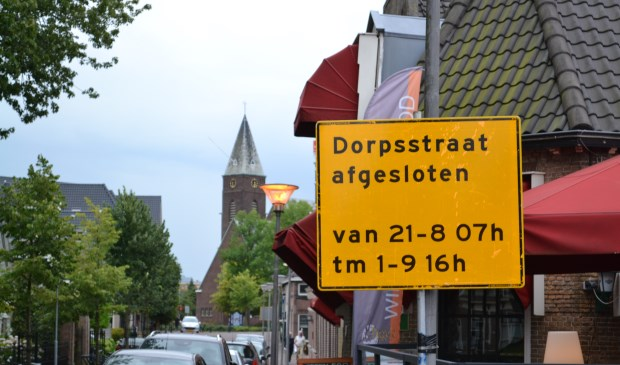 Het werk aan de Dorpsstraat wordt in fasen uitgevoerd.