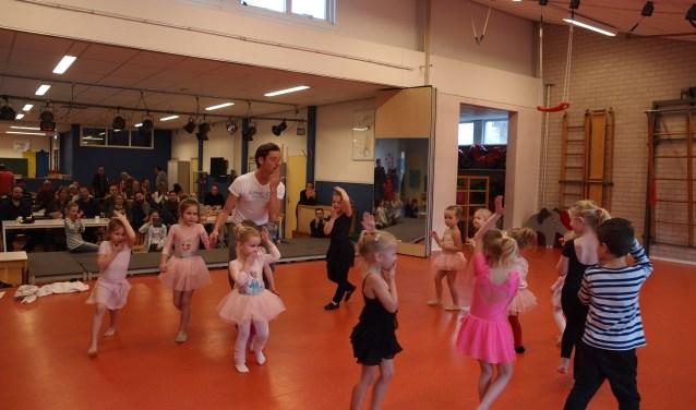 De kleinsten toonden dans aan het publiek.