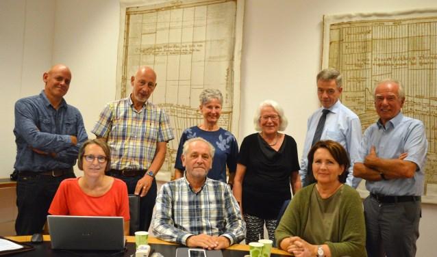 De huidige leden van het Maatschappelijk Burgerplatform: Liesbeth Blok  (secretaris), Wim Blok (voorzitter), Aina van Houwelingen-Saugerud  met daarachter v.l.n.r. Roland Tomei, Hans Le Large, Riet Bolink, Alie van der Poel-Ströpke, Aad van Zwienen en Frans Velders