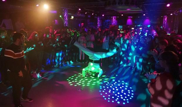 Foto (Liesbeth de Boer): Breakdance-optreden in De Loods.