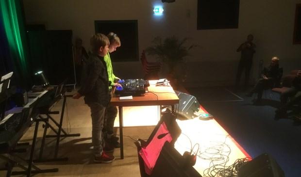 Voor het eerst stonden twee jonge DJ's op het podium. Foto: Wim Soeters.