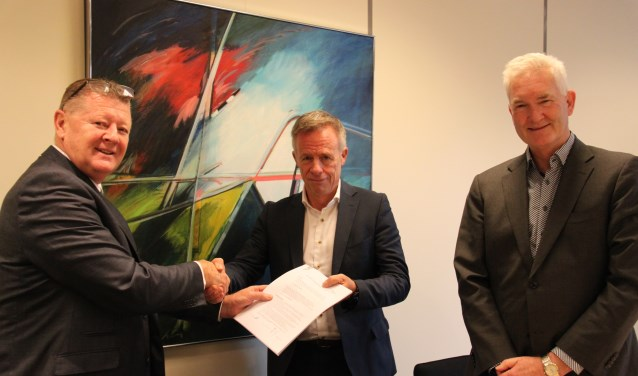 Vlnr. Bas Boender, Robin Wagner en Sico van Ammers tekenden de overeenkomst.