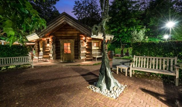 Thermen bestaat uit een sauna, massagepraktijk, restaurant en beautycenter met pedicuresalon.