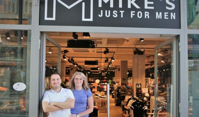 Mike en Marlie openden in mei hun winkel in Carnisse Veste. Er hangen 35 merken in de zaak.