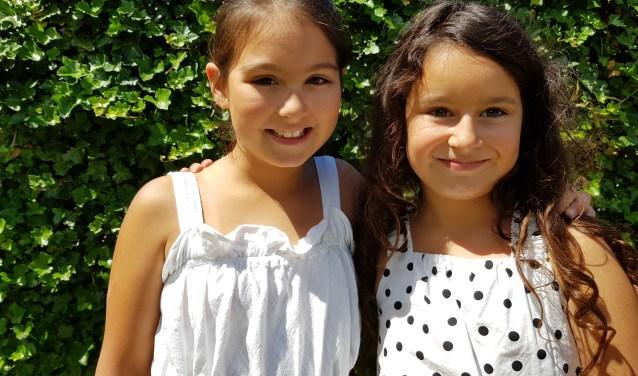 Nisa en Asya vinden het belangrijk dat arme kinderen ook dingen hebben.