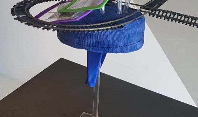 De door Erna Wouters gemaakte hoed is genomineerd bij de NS Hoedenwedstrijd