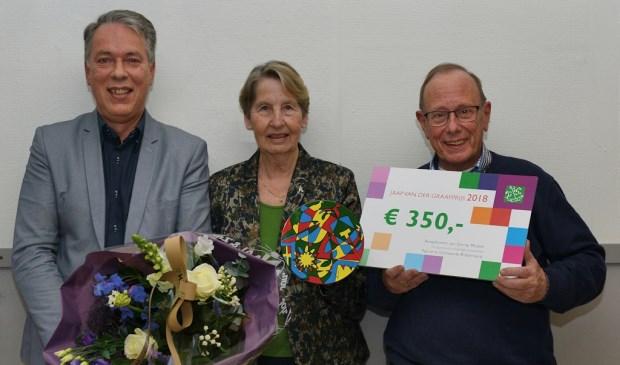 vlnr.: Voorzitter Hans Magito, Emmy Mulder en penningmeester Dingeman Schreuders.