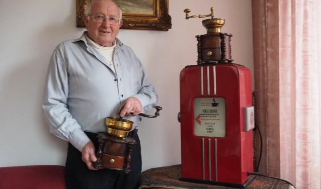 Jan Borst heeft ook thuis een aantal mooie koffiemolens staan.