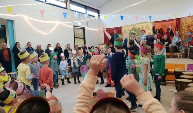 Aan het eind van de dag gaven de kinderen een optreden.