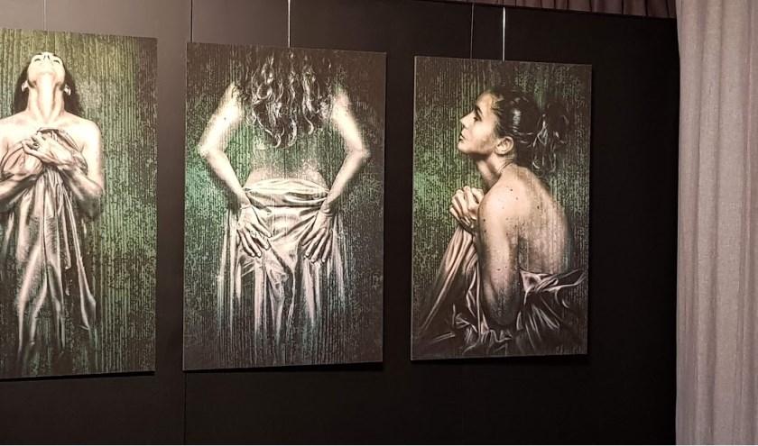 """Een drieluik van fotograaf Mark Isarin dat is opgenomen in de expositie """"In Between"""""""