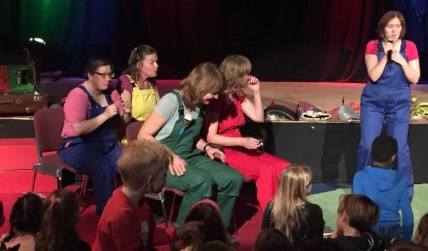 De Buurtjes in actie in De Baerne (foto Tessa Vugts)