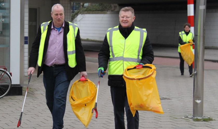 Dinsdag werd het eerste afval opgeraapt bij het gemeentehuis en het metrostation Poortugaal
