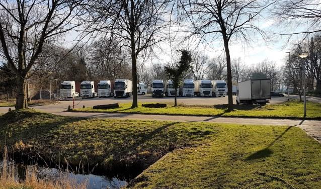 Er staan nu dagelijks veel vrachtwagens van buiten Bolnes