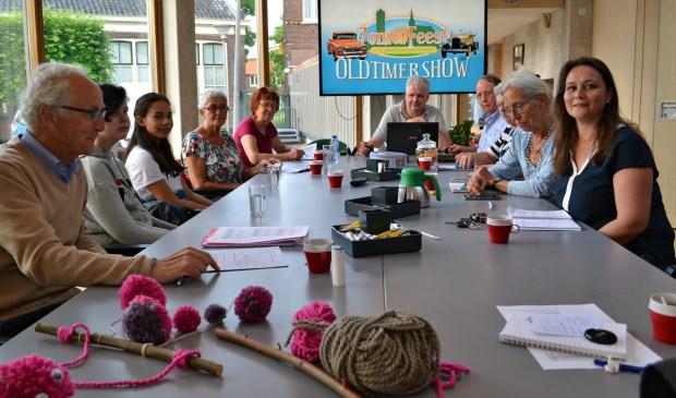 Het bestuur van Stichting Evenementen Dorpskern Oud-Barendrecht (SEDOB) vergadert. foto: Arco van der Lee