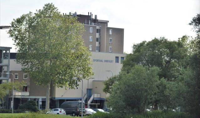 Sporthal Drievliet blijft het zicht op het Vlietplein onttrekken