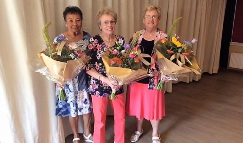 Sonja, Wil en Ada werden in de bloemen gezet