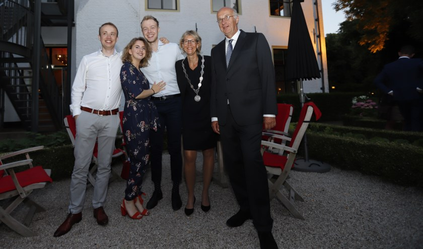 Burgemeester Jolanda de Witte met haar gezin.