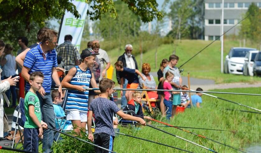 Op maandag 12 augustus is de eerste viswedstrijd bij de Plas Donkersloot